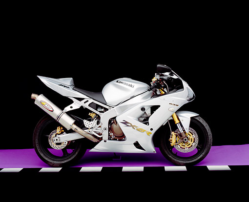 MOT 02 RK0120 05 © Kimball Stock 2003 Kawasaki Ninja ZX-6R 636 Silver Side View On Purple Floor Checkered Line Studio