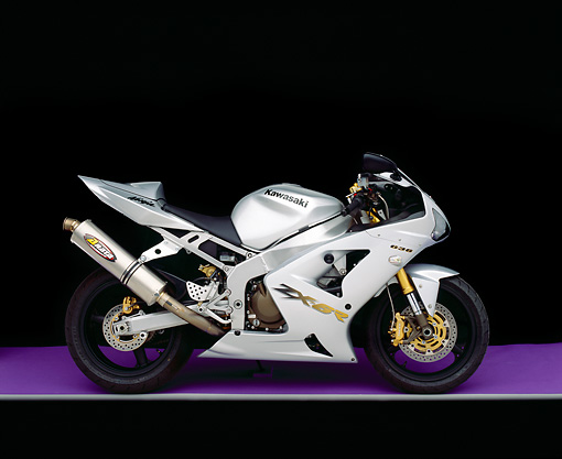 MOT 02 RK0122 04 © Kimball Stock 2003 Kawasaki Ninja ZX-6R 636 Silver Profile On Purple Floor Gray Line Studio