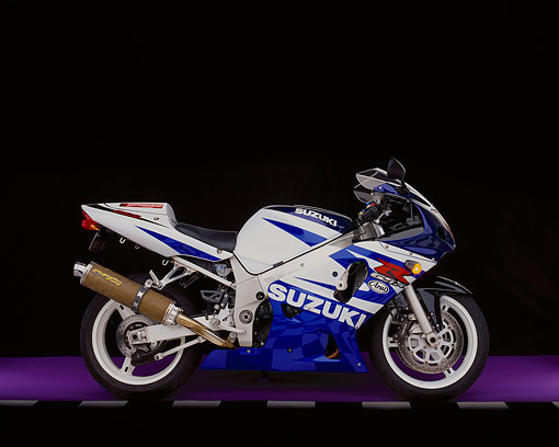 MOT 02 RK0149 05 © Kimball Stock 2003 Suzuki GSXR 600 Blue And White Side View On Purple Floor Checkered Line Studio
