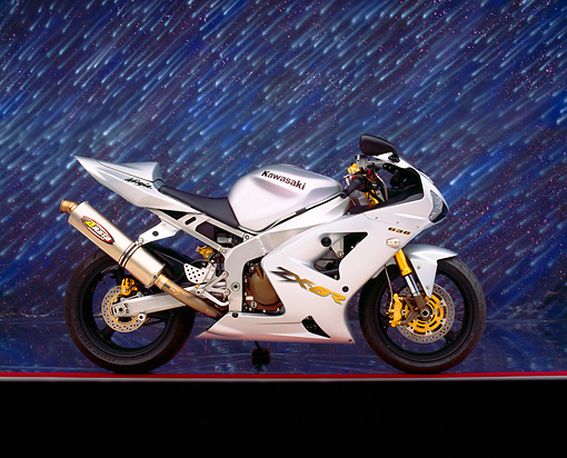 MOT 02 RK0123 04 © Kimball Stock 2003 Kawasaki Ninja ZX-6R 636 Silver Side View On Red And Gray Lines Showering Stars Background Studio