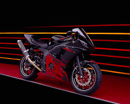 MOT 02 RK0196 05 © Kimball Stock 2003 Yamaha R6 LE Black With Red Flames