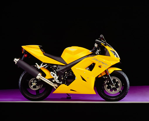 MOT 02 RK0268 12 © Kimball Stock 2005 Triumph Daytona 650 Yellow Profile View On Purple Floor Studio
