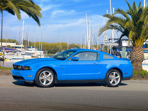 MST 01 RK1175 01 © Kimball Stock 2010 Ford Mustang GT Premium Coupe Blue 3/4 Front View On Pavement By Marina