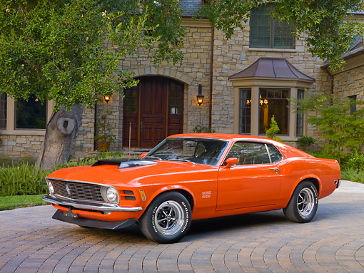 MST 01 RK1349 01 © Kimball Stock 1970 Ford Mustang Boss 429 Calypso Coral 3/4 Front View On Brick By House