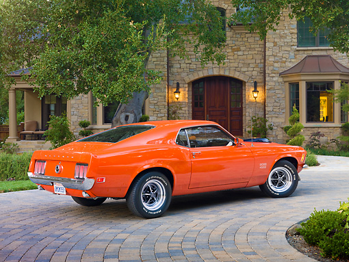 MST 01 RK1353 01 © Kimball Stock 1970 Ford Mustang Boss 429 Calypso Coral 3/4 Rear View On Brick By House And Trees