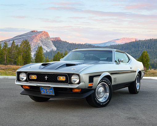 MST 01 RK1655 01 © Kimball Stock 1971 Ford Mustang Mach 1 Silver 3/4 Front View On Pavement By Mountains