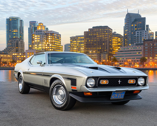 MST 01 RK1656 01 © Kimball Stock 1971 Ford Mustang Mach 1 Silver 3/4 Front View On Pavement By City Buildings At Dusk