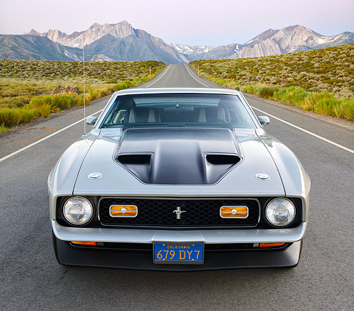 MST 01 RK1657 01 © Kimball Stock 1971 Ford Mustang Mach 1 Silver Front View On Road By Mountains