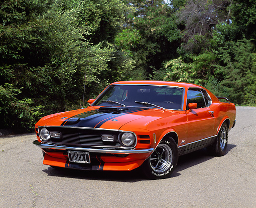 MST 01 RK0016 07 © Kimball Stock 1970 Ford Mustang Mach 1 Orange And Black Stripe 3/4 Front On Pavement