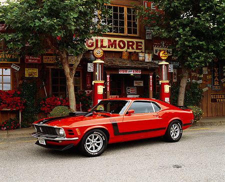 MST 01 RK0196 03 © Kimball Stock 1970 Ford Mustang Boss 302 Calypso Coral 3/4 Side View On Pavement By Store