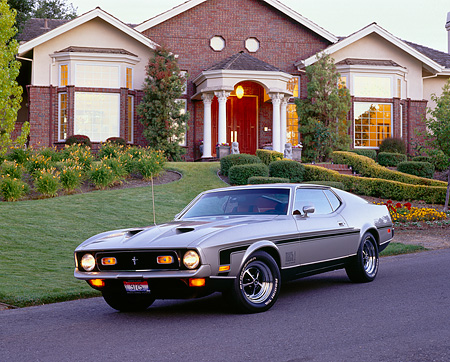 MST 01 RK0223 01 © Kimball Stock 1971 Ford Mustang Mach 1 Fastback Pewter Silver 3/4 Front View By House
