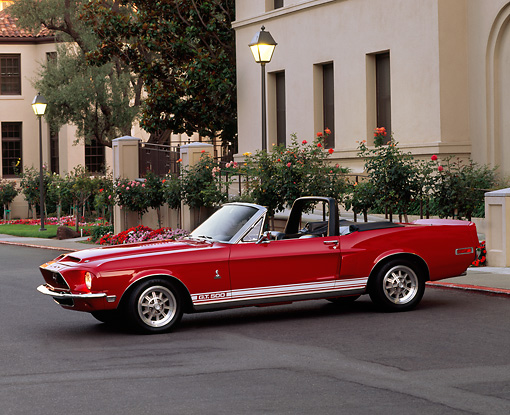 MST 01 RK0275 01 © Kimball Stock 1968 Ford Mustang Shelby GT500 Convertible Red And Black 3/4 Front View On Pavement