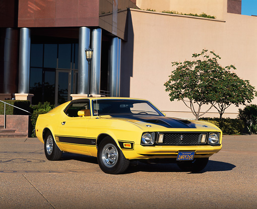 MST 01 RK0410 02 © Kimball Stock 1973 Ford Mustang Mach I Yellow And Black 3/4 Front View On Pavement