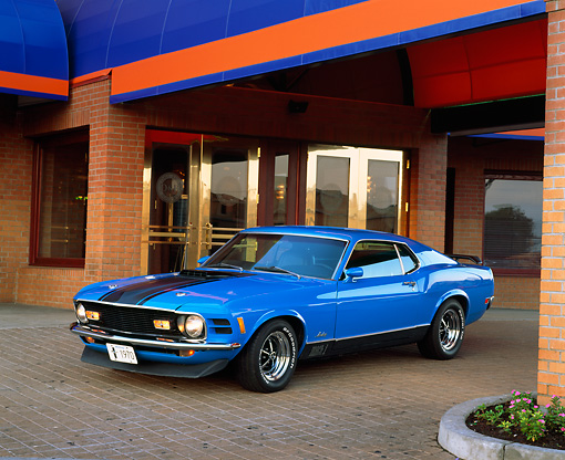 MST 01 RK0466 01 © Kimball Stock 1970 Mustang Mach 1 Grabber Blue 3/4 Front View Front Entrance