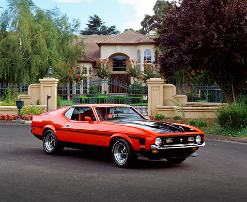 MST 01 RK0572 05 © Kimball Stock 1971 Mustang Boss 351 Red And Black 3/4 Front View On Pavement By Gated House