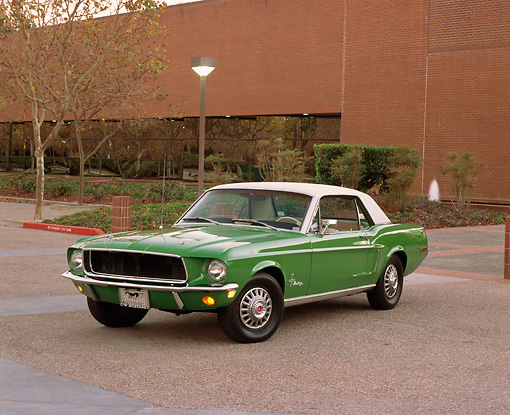 MST 01 RK0619 01 © Kimball Stock 1968 Ford Mustang Green 3/4 Front View On Pavement