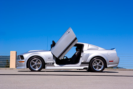 MST 01 RK0902 01 © Kimball Stock 2005 Ford Mustang BBR 500 Silver And Black Low Profile Shot On Pavement