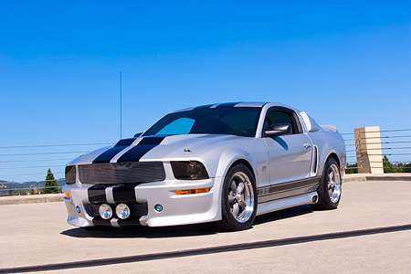 MST 01 RK0907 01 © Kimball Stock 2005 Ford Mustang BBR 500 Silver And Black 3/4 Front View On Pavement
