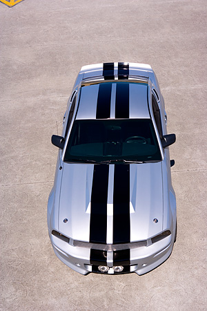MST 01 RK0909 01 © Kimball Stock 2005 Ford Mustang BBR 500 Silver And Black Overhead Front View On Pavement