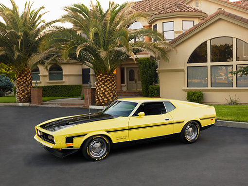 MST 01 RK0981 01 © Kimball Stock 1971 Ford Mustang Mach 1 351 Yellow 3/4 Side View On Pavement
