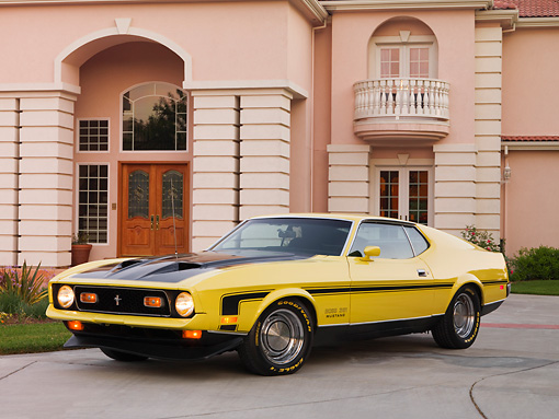 MST 01 RK0982 01 © Kimball Stock 1971 Ford Mustang Mach 1 351 Yellow 3/4 Front View On Pavement