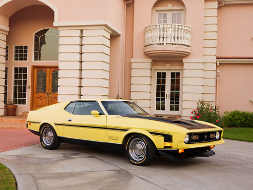 MST 01 RK0983 01 © Kimball Stock 1971 Ford Mustang Mach 1 351 Yellow 3/4 Side View On Pavement