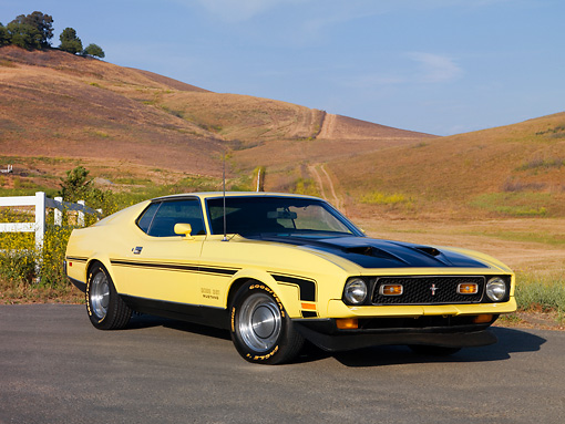 MST 01 RK0984 01 © Kimball Stock 1971 Ford Mustang Mach 1 351 Yellow 3/4 Front View On Pavement