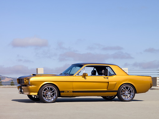 MST 01 RK1001 01 © Kimball Stock 1966 Ford Mustang Coupe Gold And Black Low 3/4 Side View On Pavement