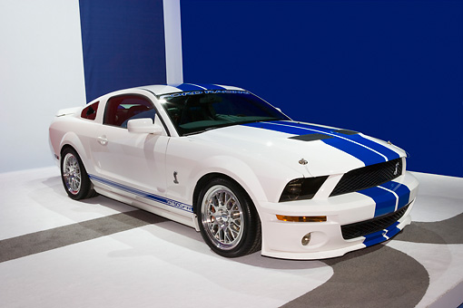 MST 03 RK0181 01 © Kimball Stock 2007 Ford Shelby Mustang GT500 FR Road And Track Coupe White And Blue 3/4 Side View