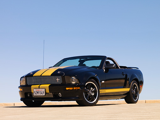 MST 03 RK0184 01 © Kimball Stock 2007 Ford Shelby GT-H Convertible Black And Gold Low 3/4 Front View On Pavement