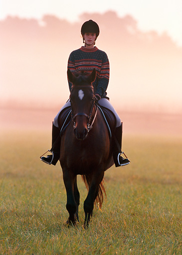 PEO 04 DS0001 01 © Kimball Stock Woman Riding Horse In Misty Field