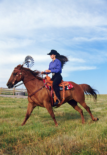 PEO 04 DS0002 01 © Kimball Stock Woman Riding Horse In Pasture