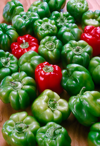 PUZ 01 RC0001 01 © Kimball Stock Green And Red Bell Peppers