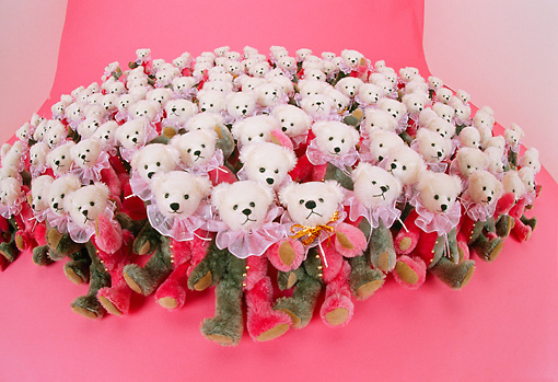 TED 01 RK0311 10 © Kimball Stock A Group Of Little Bears On Pink Background  Celia Baham Bears