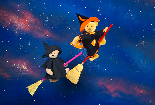 TED 01 RK0519 07 © Kimball Stock Two Halloween Witch Bears On Brooms At Night