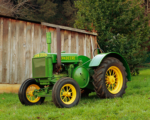 TRA 01 RK0043 03 © Kimball Stock 1934 John Deere D Tractor Side 3/4 View On Grass By Fence