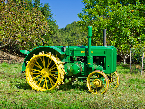 TRA 01 RK0135 01 © Kimball Stock 1947 John Deere D Tractor Green Profile View On Grass By Trees