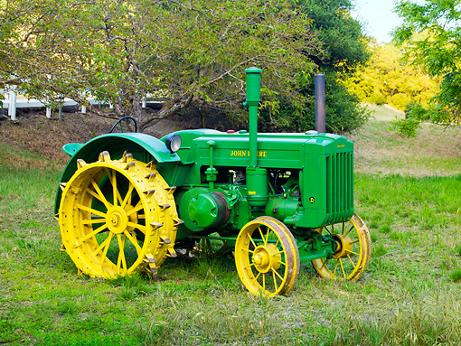 TRA 01 RK0137 01 © Kimball Stock 1947 John Deere D Tractor Green 3/4 Side View On Grass By Trees