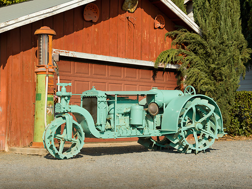 TRA 01 RK0145 01 © Kimball Stock 1918 GMC Samson Green Profile View On Gravel By Barn