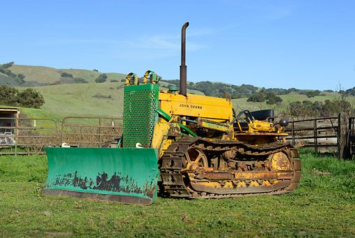 TRA 01 RK0282 01 © Kimball Stock 1950 John Deere 440 Dozer Tractor Green And Yellow 3/4 Front View On Grass