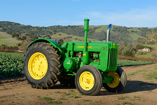 TRA 01 RK0283 01 © Kimball Stock 1980 John Deere Style D Tractor Green And Yellow 3/4 Front View On Dirt At Farm