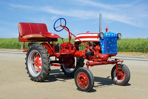 TRA 01 RK0302 01 © Kimball Stock 1948 Farmall Cub Red, White And Blue 3/4 Front View On Dirt By Cornfield