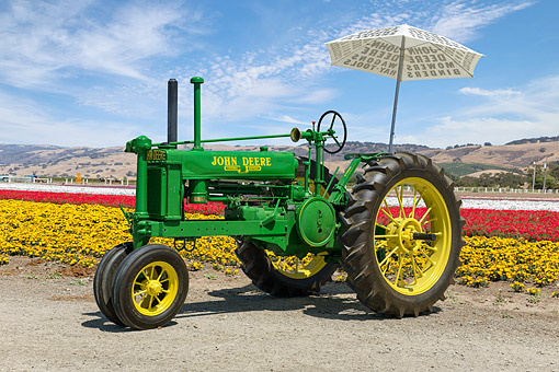 TRA 01 RK0366 01 © Kimball Stock 1937 John Deere B Tractor Green 3/4 Front View On Flower Farm