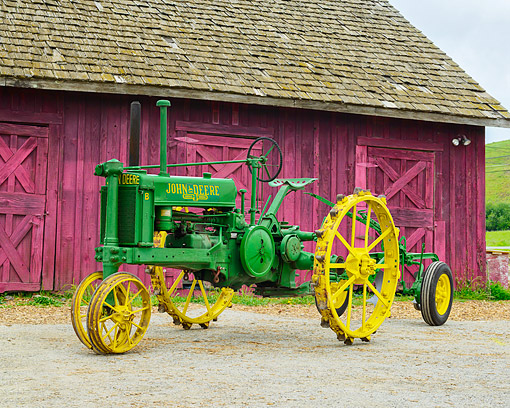 TRA 01 RK0367 01 © Kimball Stock 1937 John Deere B Tractor Green 3/4 Front View By Barn