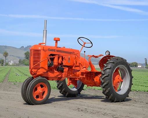 TRA 01 RK0413 01 © Kimball Stock 1940 Case VC Tractor Flambo Red 3/4 Front View On Farm