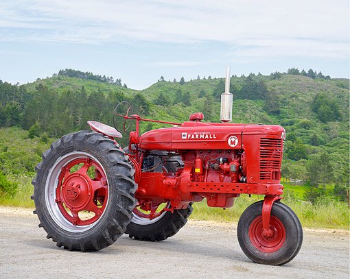 TRA 01 RK0427 01 © Kimball Stock 1952 Farmall Skuper M Tractor Red 3/4 Front View By Hills