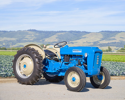TRA 01 RK0436 01 © Kimball Stock 1964 Ford 2000 Tractor Blue And Gray 3/4 Front View On Farm