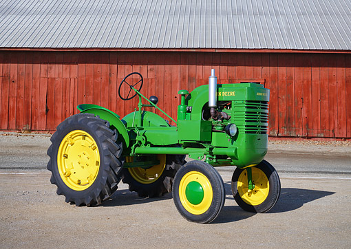 TRA 01 RK0461 01 © Kimball Stock 1942 John Deere LA Green 3/4 Front View By Barn