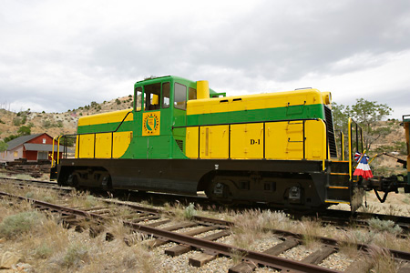 TRN 01 RK0002 01 © Kimball Stock Train On Tracks Yellow And Green