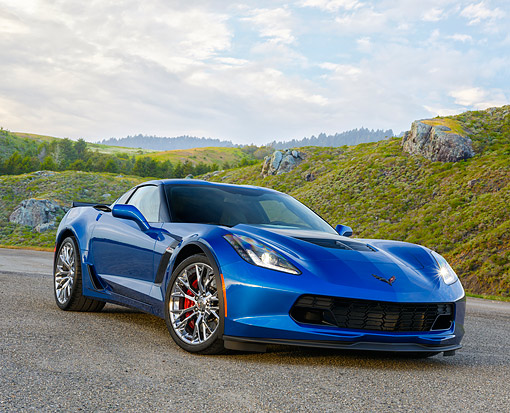 VET 01 RK1128 01 © Kimball Stock 2015 Chevrolet Corvette Z06 Blue 3/4 Front View By Grassy Hills